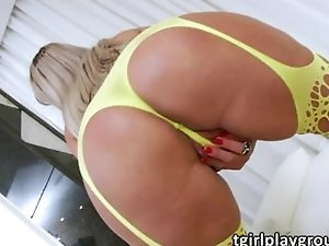 Mature tranny Monika satisfies her lust