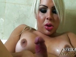 Afrika Kampos strokes off in the bath